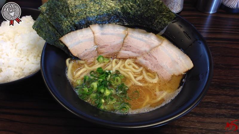 ムッチリ太麺と濃厚とんこつ醤油♪パワフルな家系ラーメン