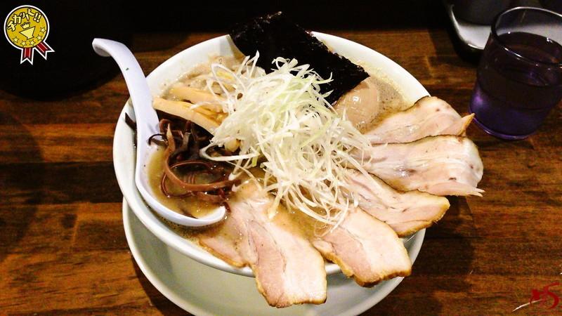 ふっくらとした西京味噌仕立て♪鶏×モツの重ね味が旨いっ