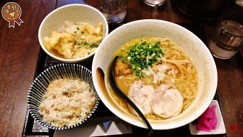 比内地鶏の旨味&醤油の風味際立つ!パンチの効いた鶏白湯