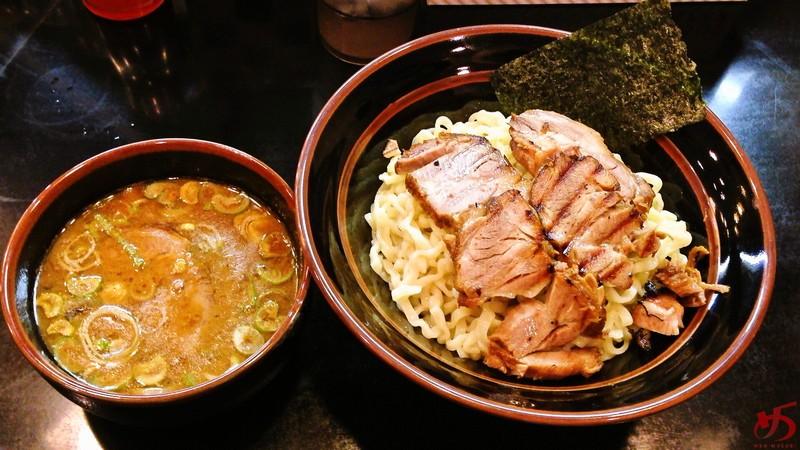 【移転】フェットチーネの如き平打ち麺が独特の魚介とんこつつけ麺