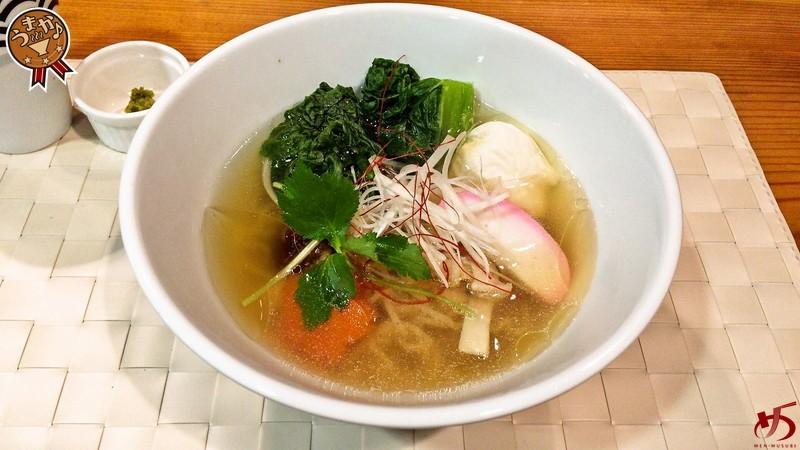 極上スープで味わう!博多雑煮を模した絶品白醤油らーめん