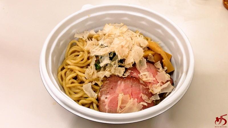 何とも珍しい鶏節に、モッチリ太麺で頂く鶏油まぜそば♪